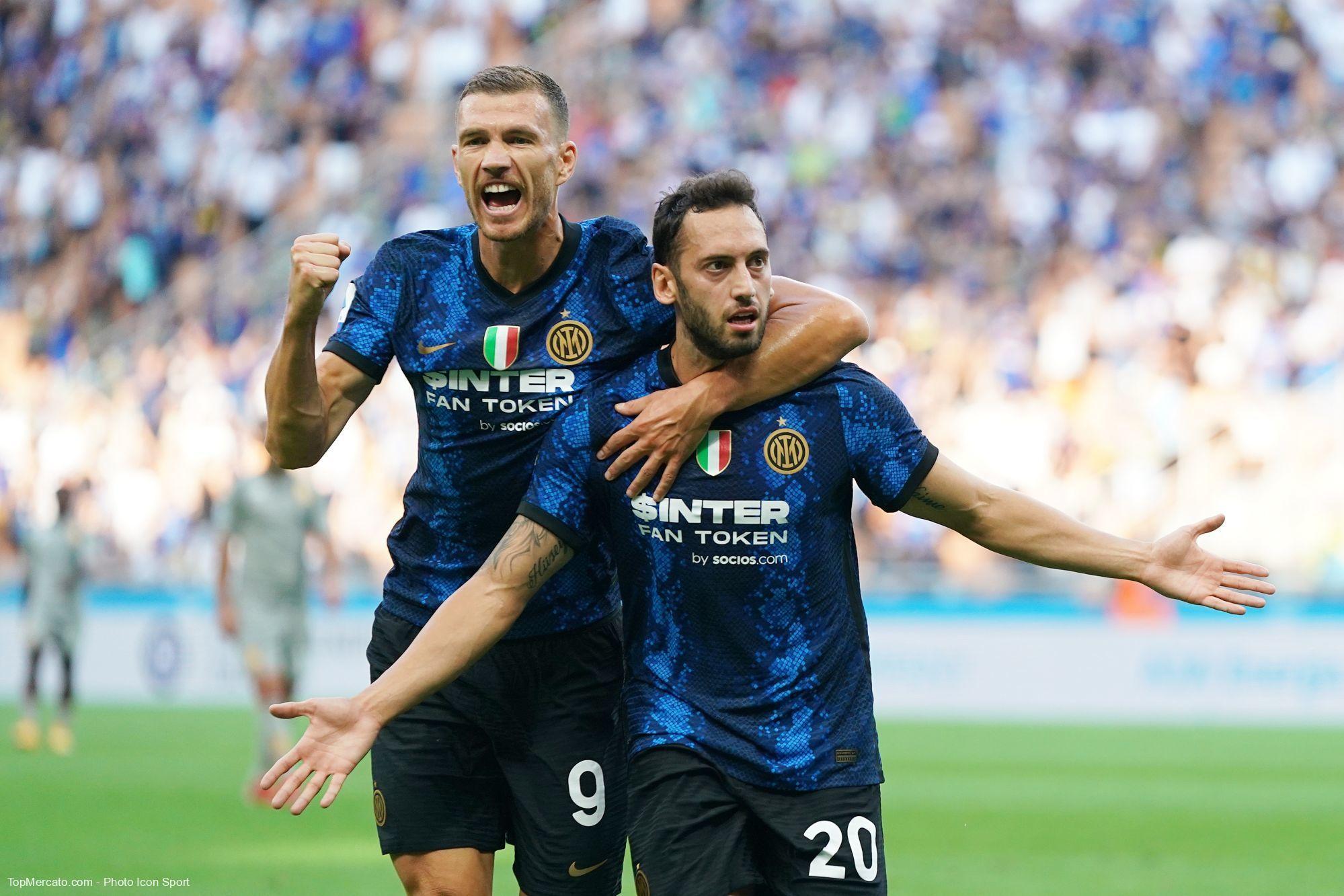 Edin Dzeko et Hakan Calhanoglu, Inter Milan-Genoa