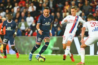 Neymar et Maxence Caqueret, PSG-OL