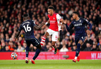 Pierre-Emerick Aubameyang et Axel Tuanzebe, match Arsenal-Aston Villa